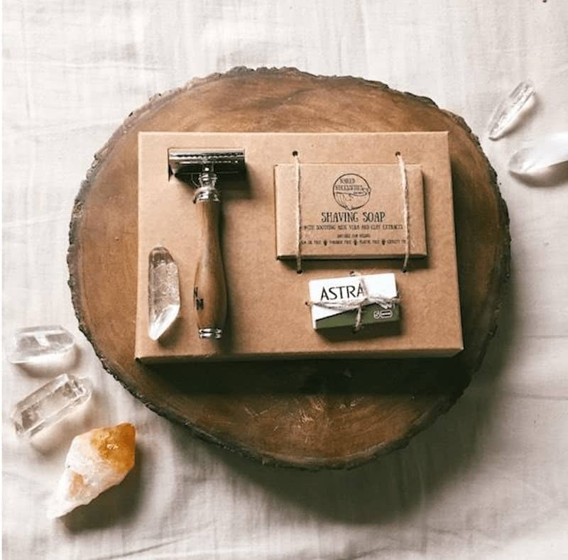eco-friendly shaving set on a bark of wood